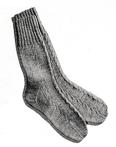 Men's Cable-Stitch Socks Pattern #5720